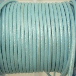 CCR25 / Pearly light blue leather cord 2,5mm. 1 m.