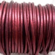 CCR25 / Cordón cuero redondo 2.5mm. Burdeos metalizado. 1 Metro.