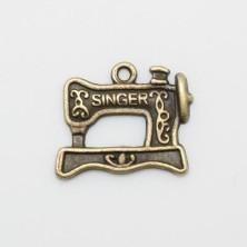 MLF10548 / Colgante máquina coser de metal. - 10 Unid.